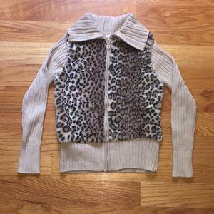 Tops - Unique cheetah print sweatshirt
